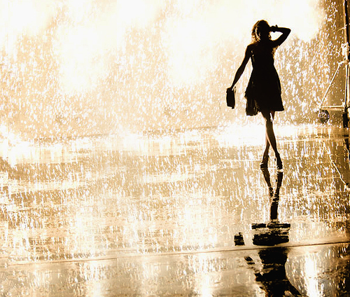 Girl-rain-showers-taylor-swift-favim.com-144691_large