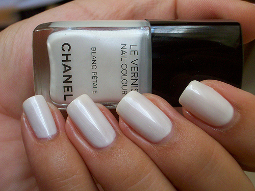 Chanel-le-vernis-nail-polish-nails-white-favim.com-145559_large