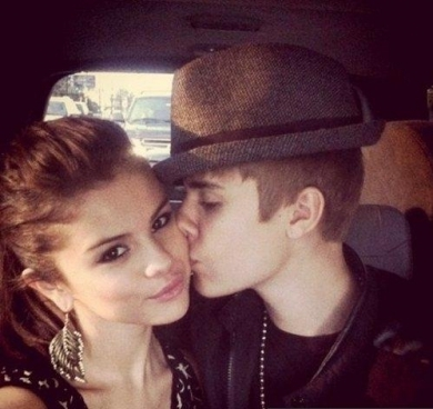 Justin Bieber Selena Gomez Kissing on Justin Bieber And Selena Gomez Kissing Large