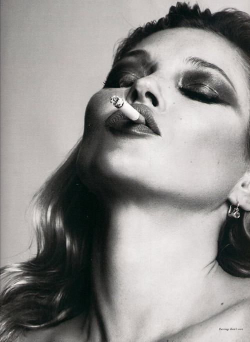 Black-and-white-editorials-kate-moss-model-smoke-favim.com-147879_large