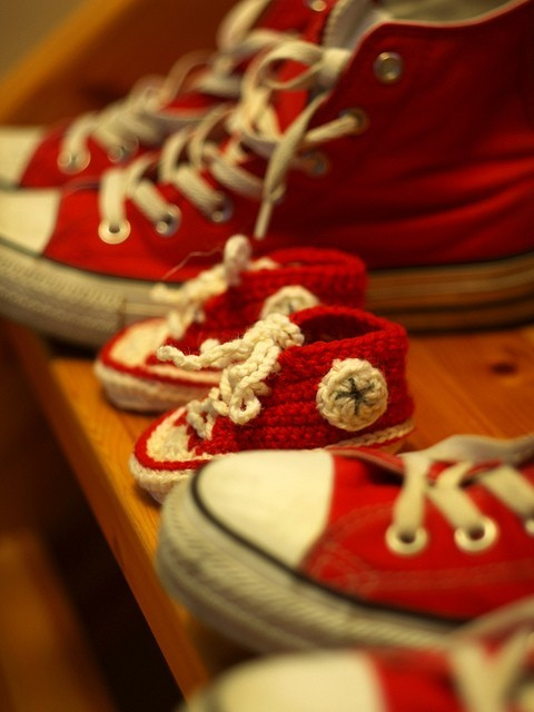 Crafty / Crocheted baby Chucks. It's never too early to introduce kids to the best sneakers ever! OMG @Miranda Joiner