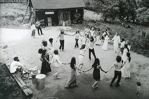 Black-and-white-circle-commune-dance-dancing-favim.com-146596_large
