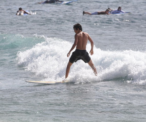 jake austin surfeando :3