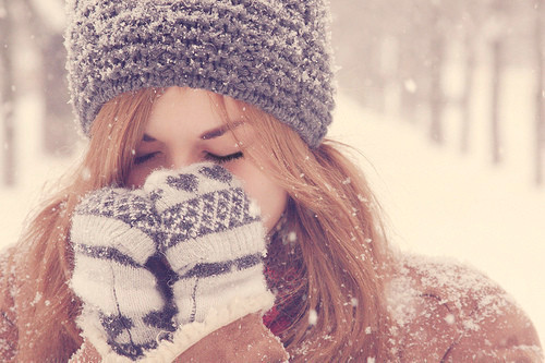 girl,alone,photography,pretty,sad,snow-91d6556802c22f17efbfdd5726298be4_h_large.jpg