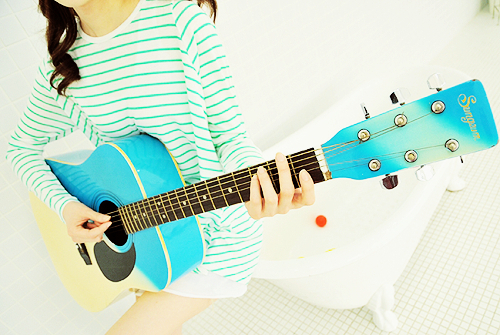 menina-tocando-violao_large.jpg (500×335)