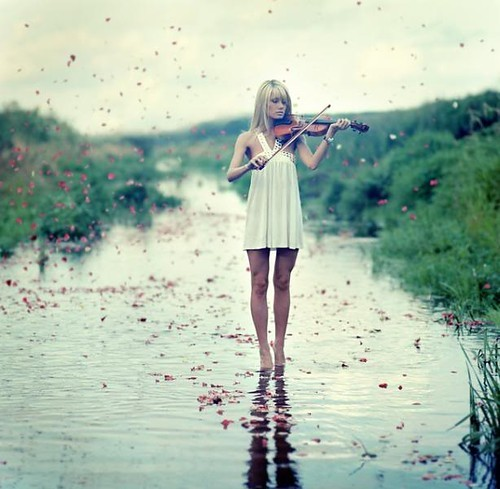 Yellow,girl,violin,water,z,inspiration-d81c89e6310bdcc9caf16963a4c597cf_h_large