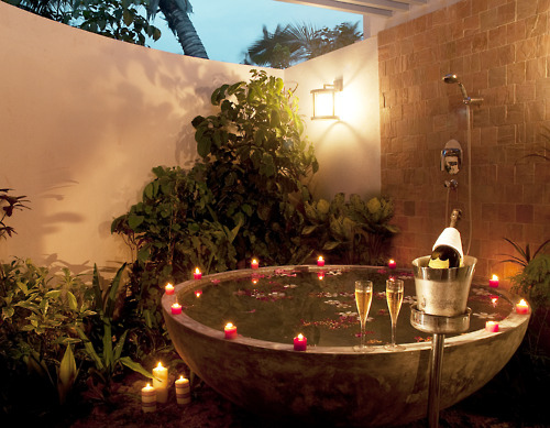 Bath-candles-luxury-romance-shower-favim.com-126162_large