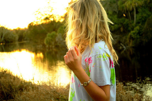 Alone-blonde-girl-hair-favim.com-166380_large
