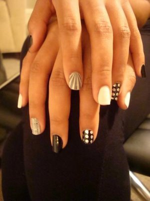 92008-solange-knowles-with-minx-nail-fashion-by-lisa-loganjpg_large