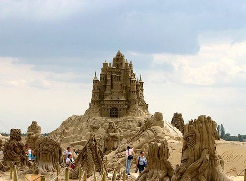 Amazing_sand_sculpture_26_large
