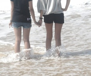hand in hand <3
