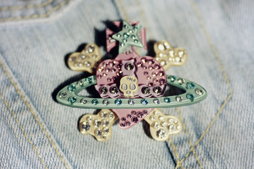 Vivienne-westwood-broach-2_large
