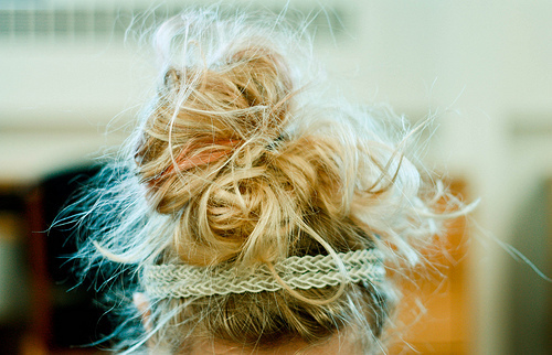 Tutorials: How To Do A Messy Bun! photo 1