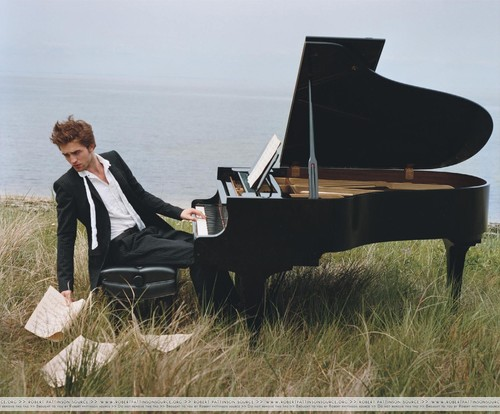 Robert_pattinson_plays_piano_by_bruce_weber_to_vanity_fair_marco_sandor_large