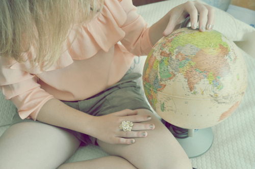 Blonde-earth-fashion-girl-globe-favim.com-183087_large