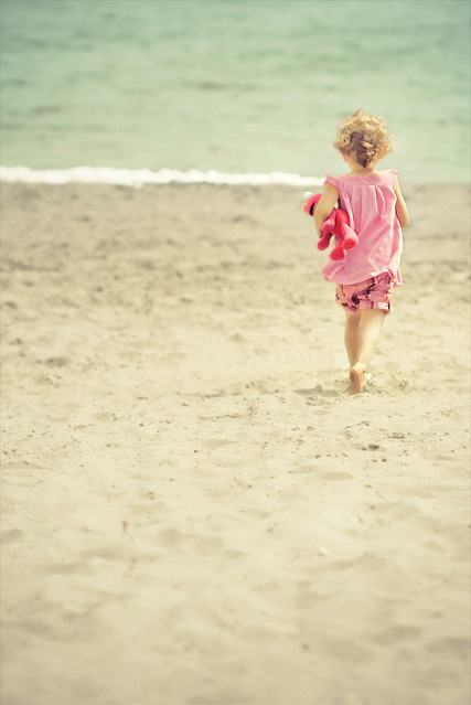 Crystal-adorable-beach-cute-elmo-little-girl-favim.com-41364_large