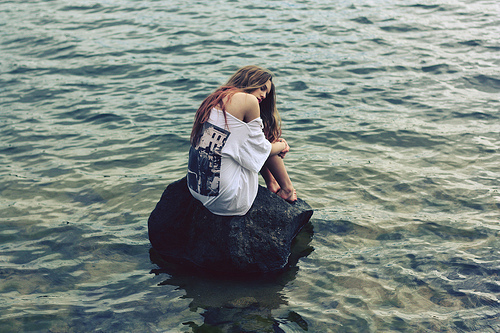 Alone-girl-lonely-rock-sea-favim.com-183934_large