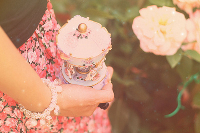 Fashion-flower-merry-go-round-photography-vintage-favim.com-131846_large