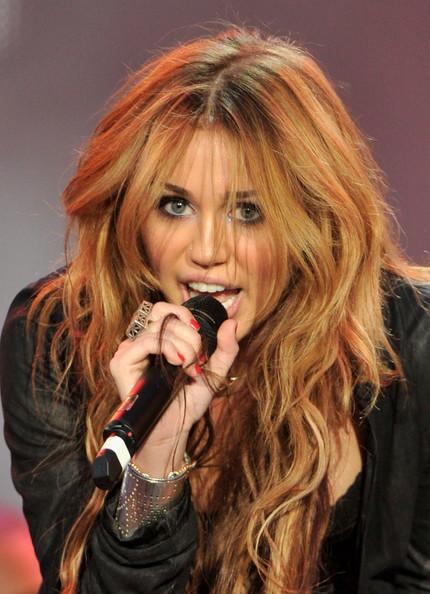 Miley+cyrus+rock+rio+madrid+day+3+l-odpkdmcril_large