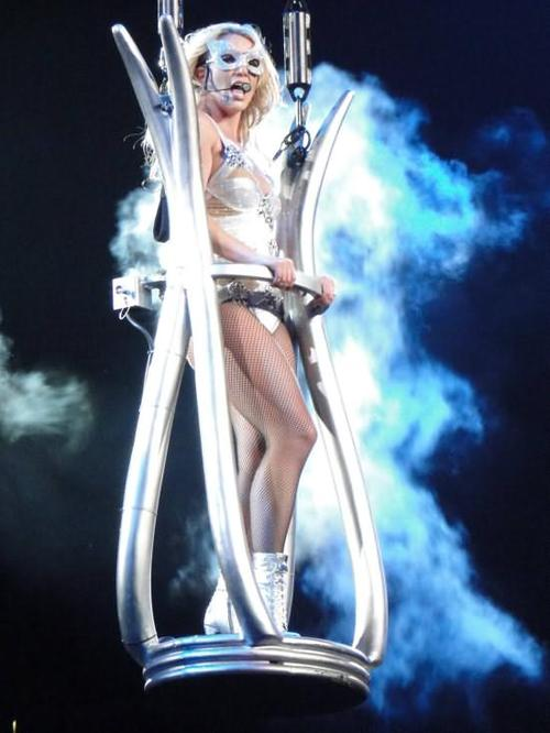 Britney-spears-femme-fatale-tour-los-angeles-06204_large