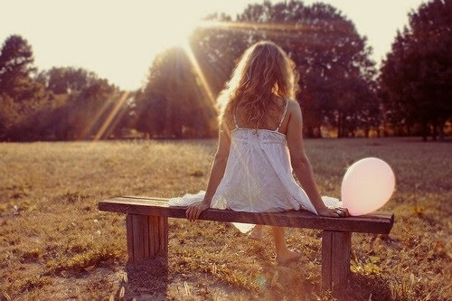 Alone-balloon-dress-girl-sunlight-favim.com-144925_large