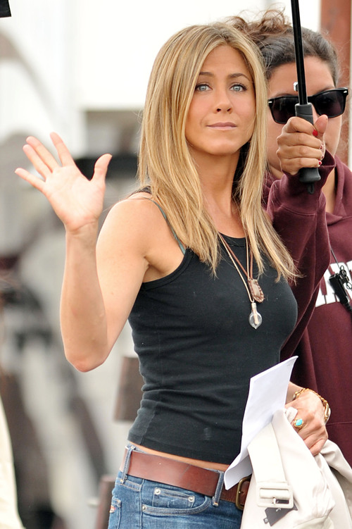 Rqvo24g5xj-jennifer-aniston-on-set-of-the-bounty-j_large
