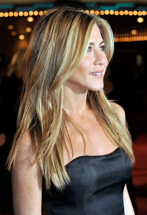 65245_celebutopia-jennifer_aniston-marley_3_me_premiere_in_westwood-27_122_517lo_large