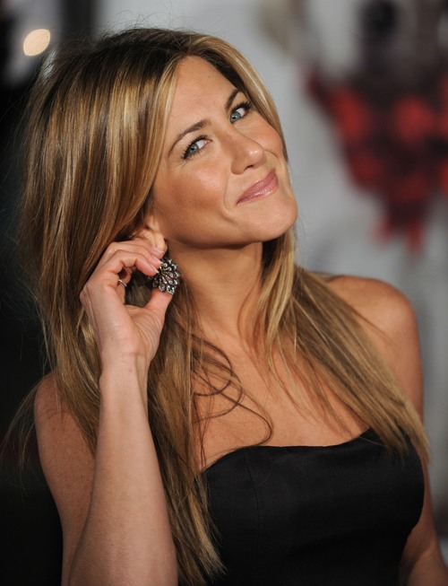 73463_jennifer_aniston_-_premiere_of_9marley_1_me6_cu_isa_10_122_773lo_large