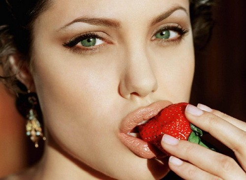 http://data.whicdn.com/images/16679290/celeb,strawberries,photography,portrait,beautiful,strong-63971d13533dbcb7439dcfa447149a14_h_large.jpg