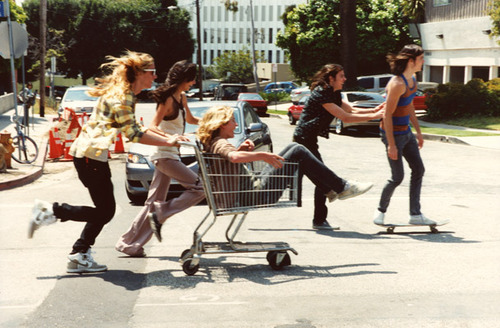 Boy-friends-girl-running-shopping-cart-favim.com-192426_large
