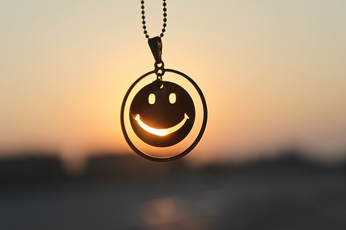 Cute-necklace-photography-smile-favim.com-192697_large