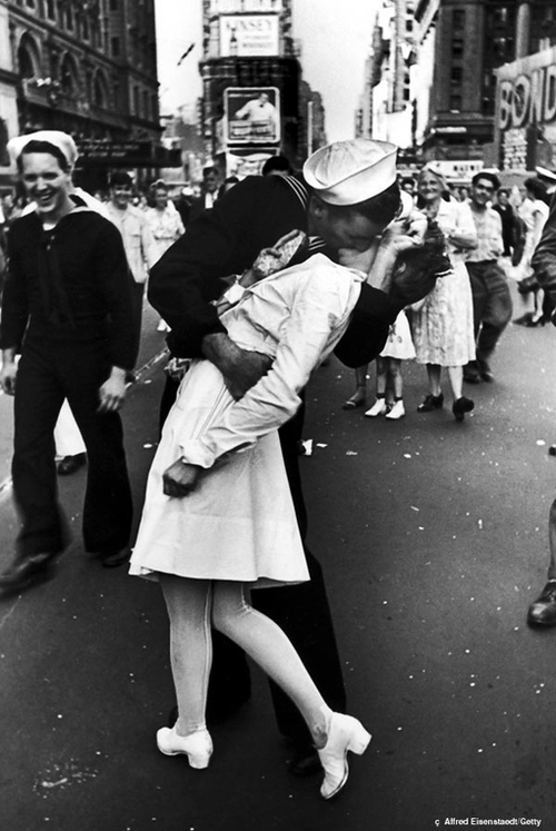 Wwii-vday-kiss-time-square_large