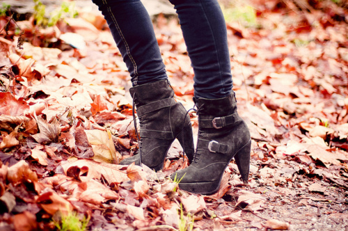 Autumn-boots-fashion-girl-jeans-favim.com-191891_large