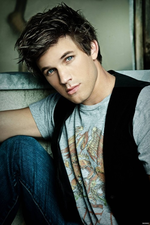 Matt-lanter-photoshoot-90210-17304164-1491-2236_large