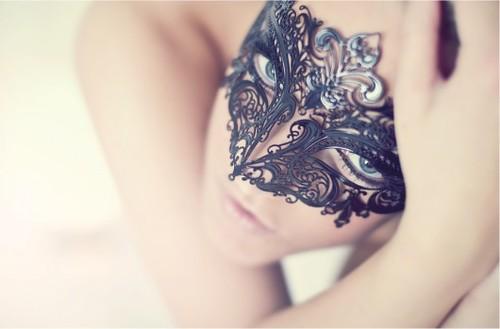 Masquerade-92mkik81l-167200-530-349_large