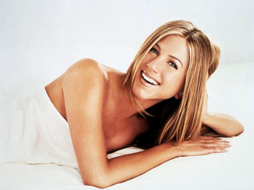 2388-celebrity_jennifer_aniston_wallpaper_large