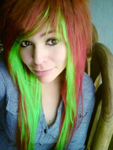 Karen  Larrush (cornerkiller),scene queen,emo scene, hair style,red hair, green hair, makeup,emo makeup,