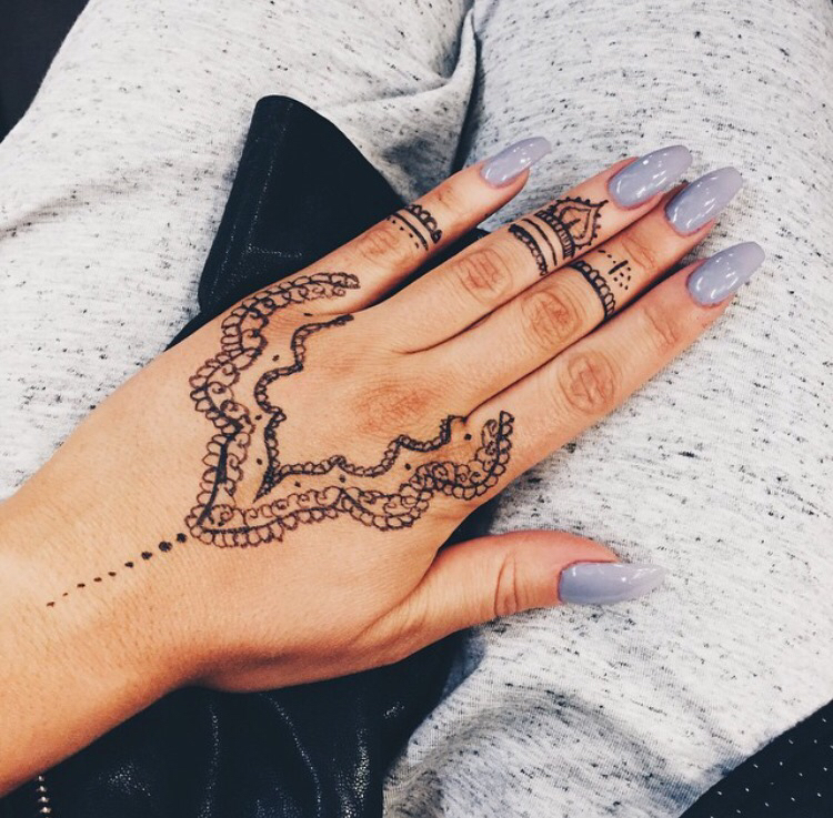 Mehndi Patterns We Heart It : The henna just puts it all together we heart nails