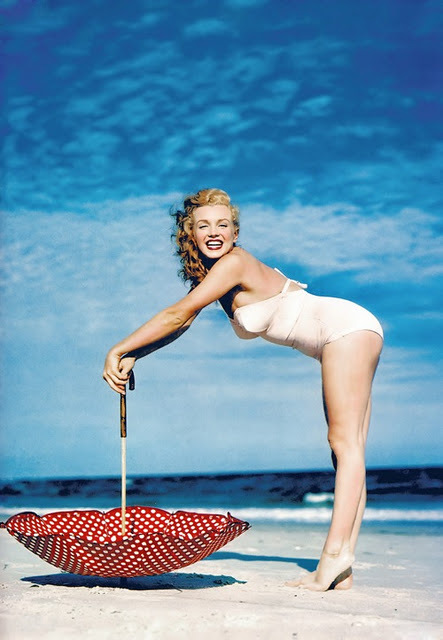Marilyn_monroe_1949_beach_photoshoot_012_large
