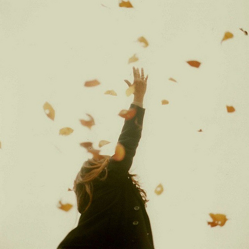 Coat-falling-girl-leaves-favim.com-199914_large