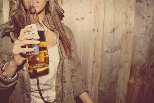 Beer,girl-07f239fb932f18a97485ff5590834d03_h_large
