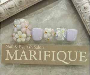 lilac and wihte nailart