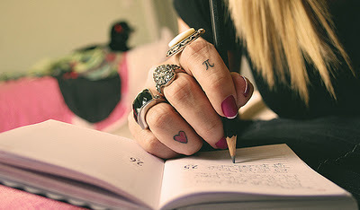 Finger-finger-tattoo-heart-nail-rings-tattoo-favim.com-66144_large