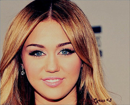 Beauty-queen-cute-miley-cyrus-nice-que-nariz-feio-favim.com-201344_large