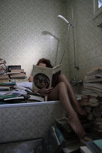 Bathtub,books,reading,bathroom,book,humor-7dea2659c7242379ca280fb81cd553e0_h_large