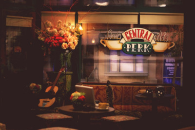 Central-perk-friends-guitar-notebook-place-favim.com-186229_large