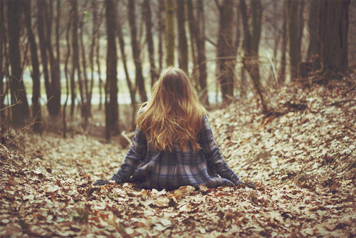 Forest-girl-leaves-nature-scenery-favim.com-204700_large