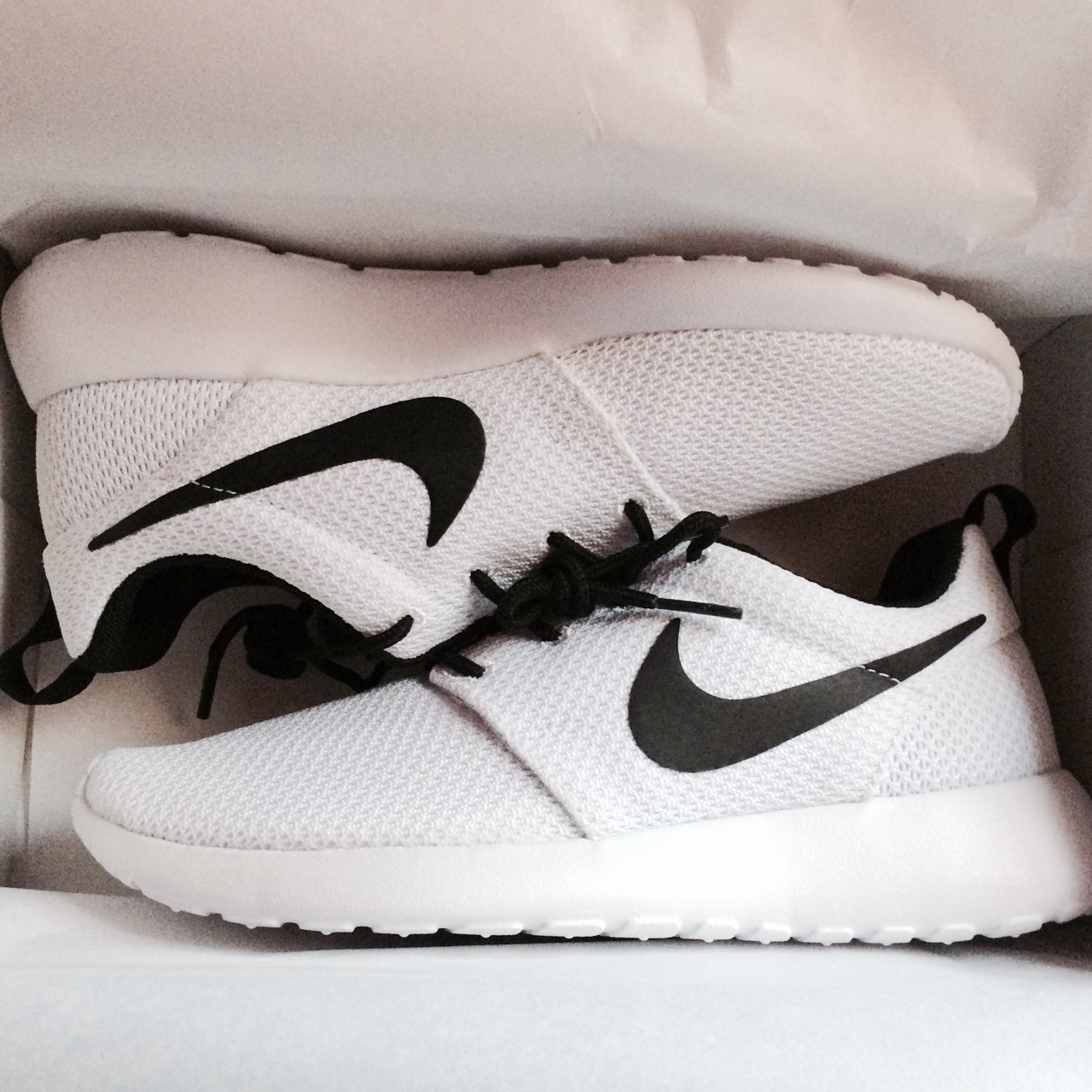 big sale d2225 49ef3 Nike Shoes Black And White Tumblr .