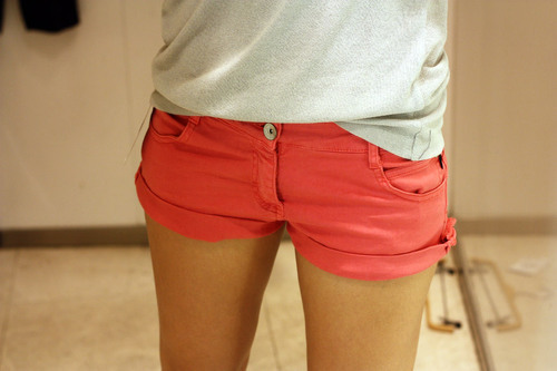 Girl-legs-pretty-shorts-favim.com-206924_large