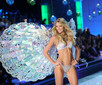 Lindsay Ellingson Pictures - 2011 Victoria's Secret Fashion Show - Runway - Zimbio